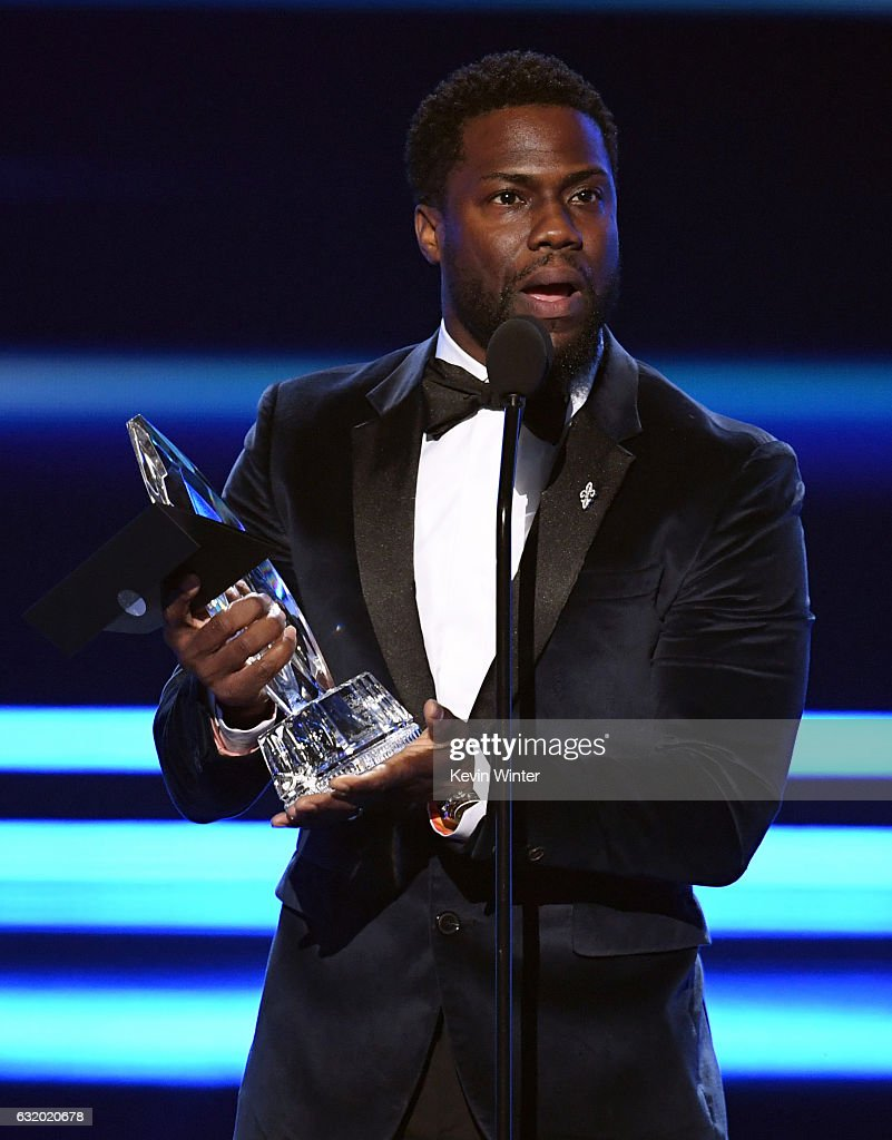 actor-kevin-hart-accepts-favorite-comedic-movie-actor-onstage-during-picture-id632020678