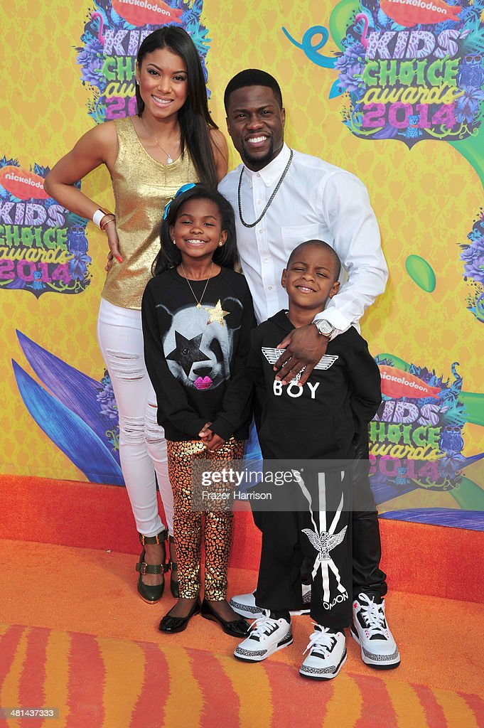 Actor <a gi-track='captionPersonalityLinkClicked' href=/galleries/search?phrase=Kevin+Hart+-+Actor&family=editorial&specificpeople=4538838 ng-click='$event.stopPropagation()'>Kevin Hart</a> (R) and family attend Nickelodeon's 27th Annual Kids' Choice Awards held at USC Galen Center on March 29, 2014 in Los Angeles, California.