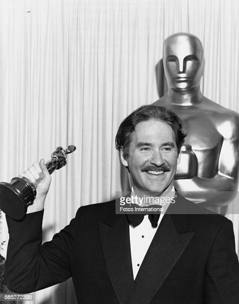 Actor Kevin Kline holding his Oscar statuette after winning the best supporting actor award for the film 'A Fish Called Wanda' at the 61st Academy...