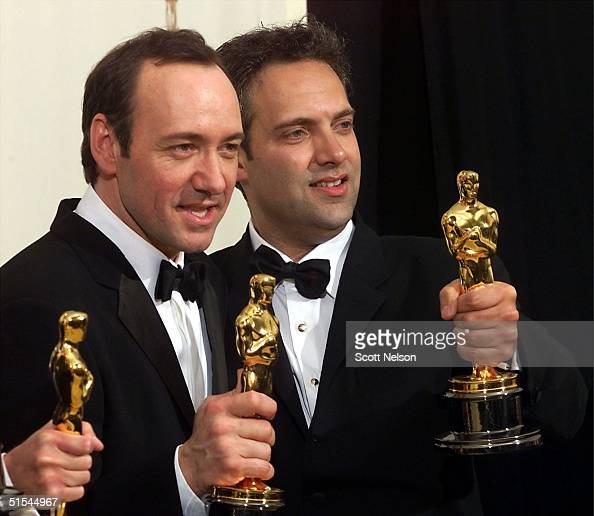 Actor Kevin Spacey and director Sam Mendes hold their Oscars for Best Actor and Best Director for 'American Beauty' at the 72nd Annual Academy Awards...
