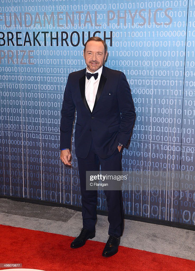 Actor <a gi-track='captionPersonalityLinkClicked' href=/galleries/search?phrase=Kevin+Spacey&family=editorial&specificpeople=202091 ng-click='$event.stopPropagation()'>Kevin Spacey</a> arrives at the Breakthrough Prize Inaugural Ceremony at NASA Ames Research Center on December 12, 2013 in Mountain View, California.