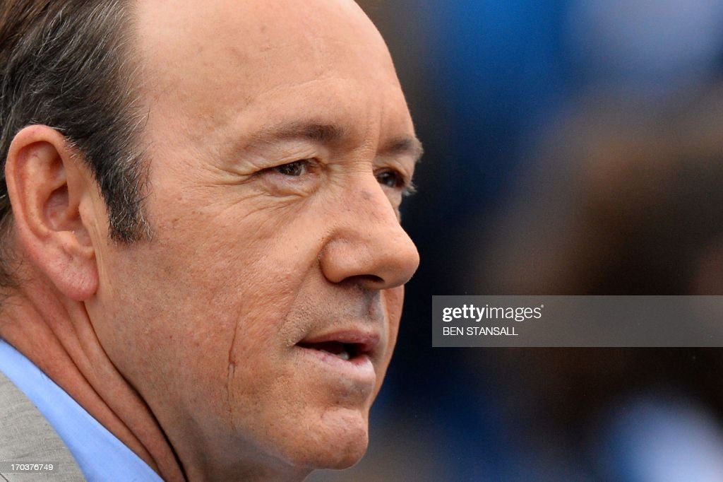 US actor Kevin Spacey watches as France's Nicolas Mahut plays Scotland's Andy Murray during their ATP Aegon Championships tennis match at the Queen's Club in west London on on June 12, 2013.