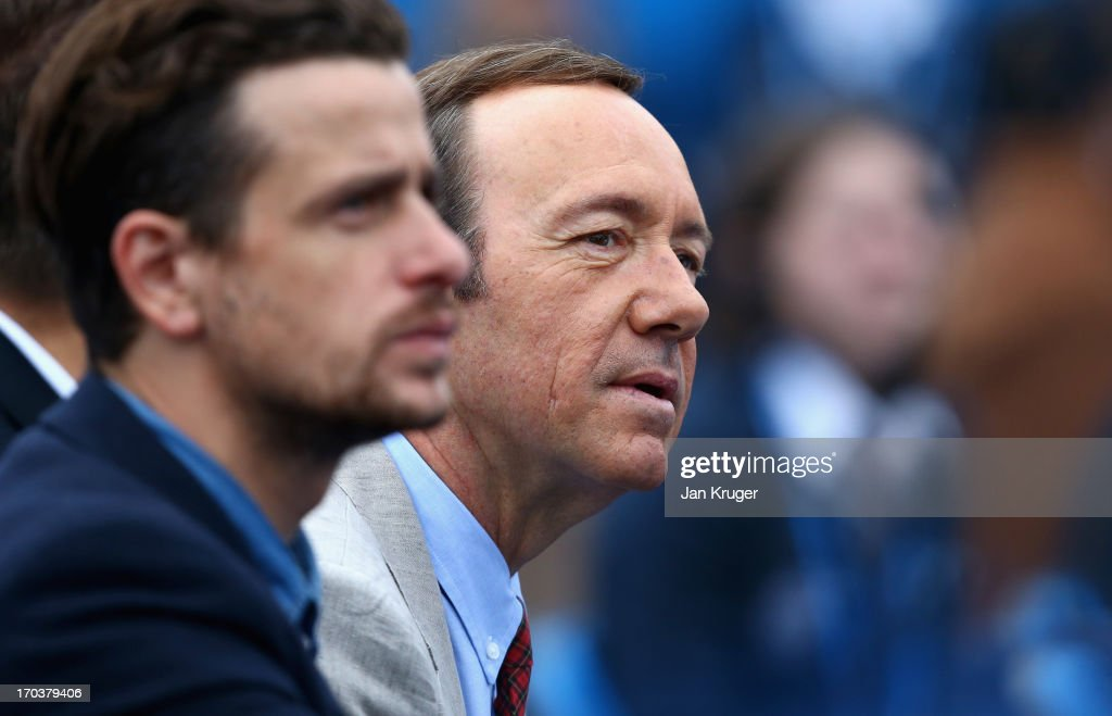 Actor Kevin Spacey watches the Men's Singles second round match between Andy Murray of Great Britain and Nicolas Mahut of France on day three of the AEGON Championships at Queens Club on June 12, 2013 in London, England.