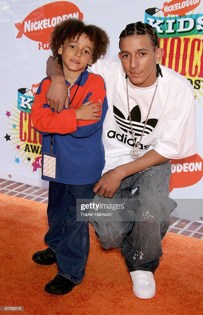 Actor Khleo Thomas (R) and brother Khameel Thomas arrive at the 19th Annual Kid's Choice Awards held at UCLA's Pauley Pavilion on April 1, 2006 in Westwood, California.