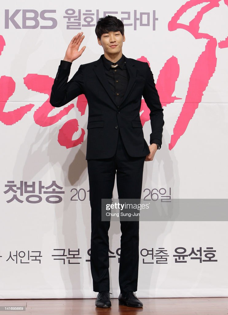 Actor <a gi-track='captionPersonalityLinkClicked' href=/galleries/search?phrase=Kim+Young-Kwang&family=editorial&specificpeople=2150822 ng-click='$event.stopPropagation()'>Kim Young-Kwang</a> attends the KBS Drama 'Love Rain' Press Conference at Lotte hotel on March 22, 2012 in Seoul, South Korea.