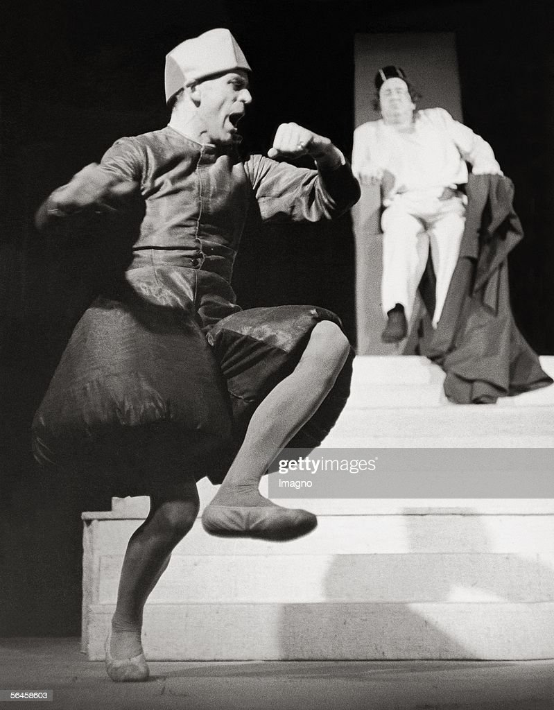 'Escorial'. Fleischmarkttheater, Vienna. Photography, 1958. (Photo by Imagno/Getty Images) [Schauspieler Klaus Kinski in the play 'Escorial' im Wiener Fleischmarkttheater. Photographie, 1958.]