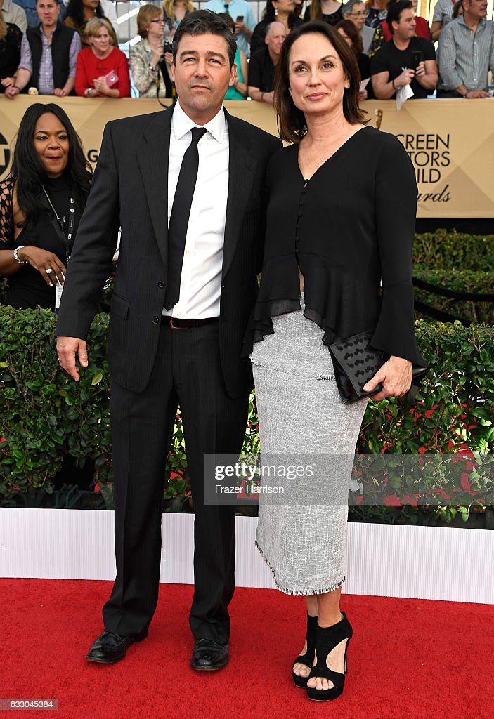 Actor Kyle Chandler (L) and Kathryn Chandler attend The 23rd Annual Screen Actors Guild Awards at The Shrine Auditorium on January 29, 2017 in Los Angeles, California. 26592_008