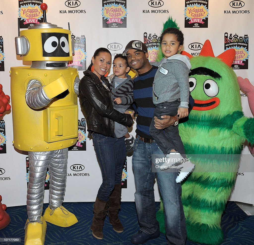 Actor Larenz Tate, wife Tomasina Tate, and sons Zander Tate and Myles Tate (R) attend YO GABBA GABBA! @ KIA PRESENTS YO GABBA GABBA! LIVE! THERE'S A PARTY IN MY CITY produced by S2BN Entertainment in association with The Magic Store and W!LDBRAIN Entertainment at Nokia L.A. LIVE on November 27, 2010 in Los Angeles, California.