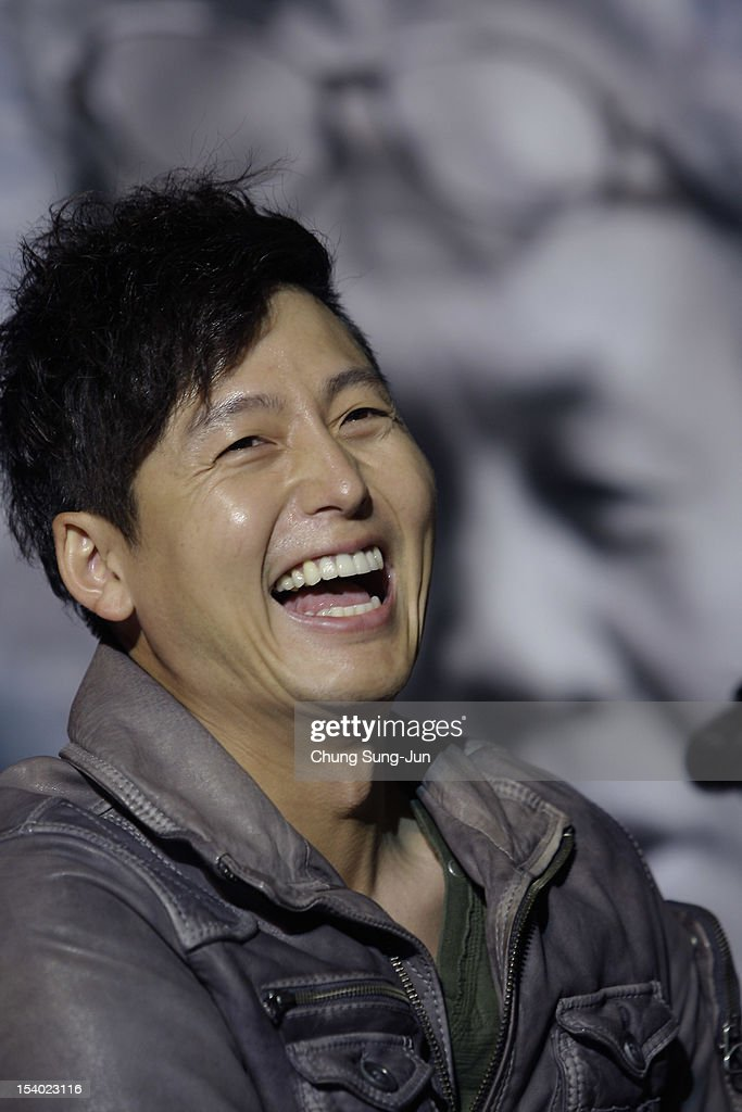 Actor <a gi-track='captionPersonalityLinkClicked' href=/galleries/search?phrase=Lee+Jung-Jin&family=editorial&specificpeople=9694706 ng-click='$event.stopPropagation()'>Lee Jung-Jin</a> attends Open Talk during the 17th Busan International Film Festival (BIFF) at Haeundae beach on October 12, 2012 in Busan, South Korea. The biggest film festival in Asia showcases 304 films from 75 countries and runs from October 4-13.