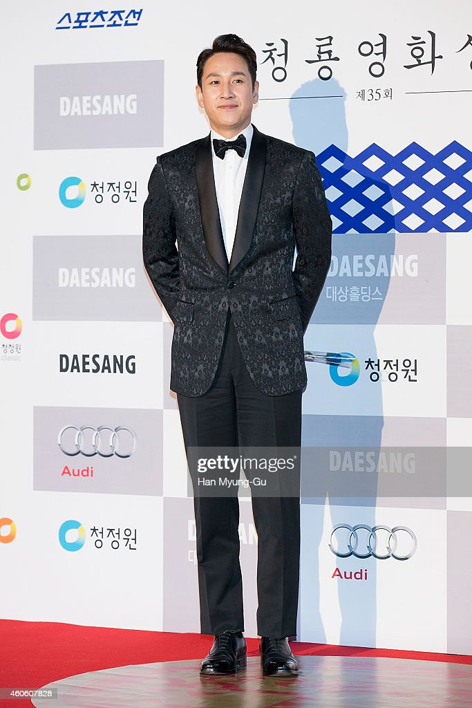 Actor <a gi-track='captionPersonalityLinkClicked' href=/galleries/search?phrase=Lee+Sun-Kyun&family=editorial&specificpeople=4682222 ng-click='$event.stopPropagation()'>Lee Sun-Kyun</a> attends The 35th Blue Dragon Film Awards at Sejong Center on December 17, 2014 in Seoul, South Korea.