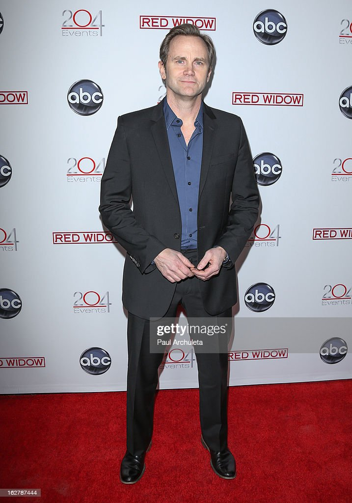 Actor <a gi-track='captionPersonalityLinkClicked' href=/galleries/search?phrase=Lee+Tergesen&family=editorial&specificpeople=2695983 ng-click='$event.stopPropagation()'>Lee Tergesen</a> attends a dinner to celebrate ABC's new series 'Red Widow' at Romanov Restaurant & Lounge on February 26, 2013 in Studio City, California.