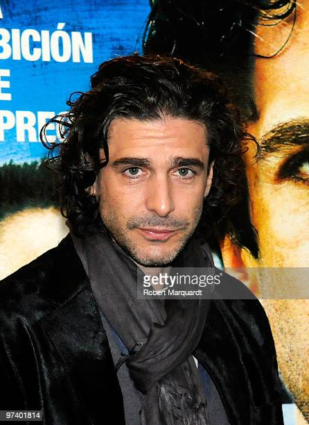 Actor Leonardo Sbaraglia poses during a photocall for 'El Corredor Nocturno' at the Cine Floridablanca on March 3 2010 in Barcelona Spain
