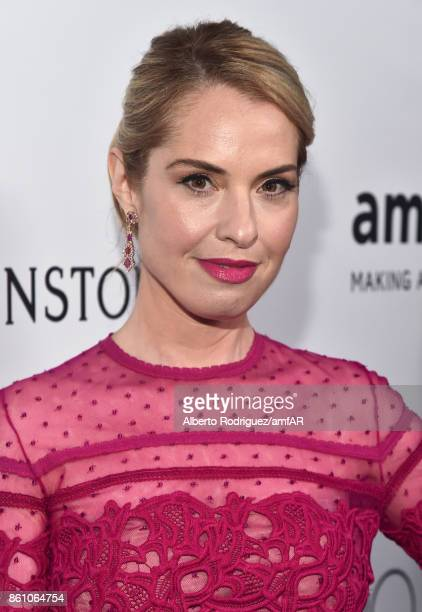 Actor Leslie Grossman attends the amfAR Gala Los Angeles 2017 at Ron Burkle's Green Acres Estate on October 13 2017 in Beverly Hills California