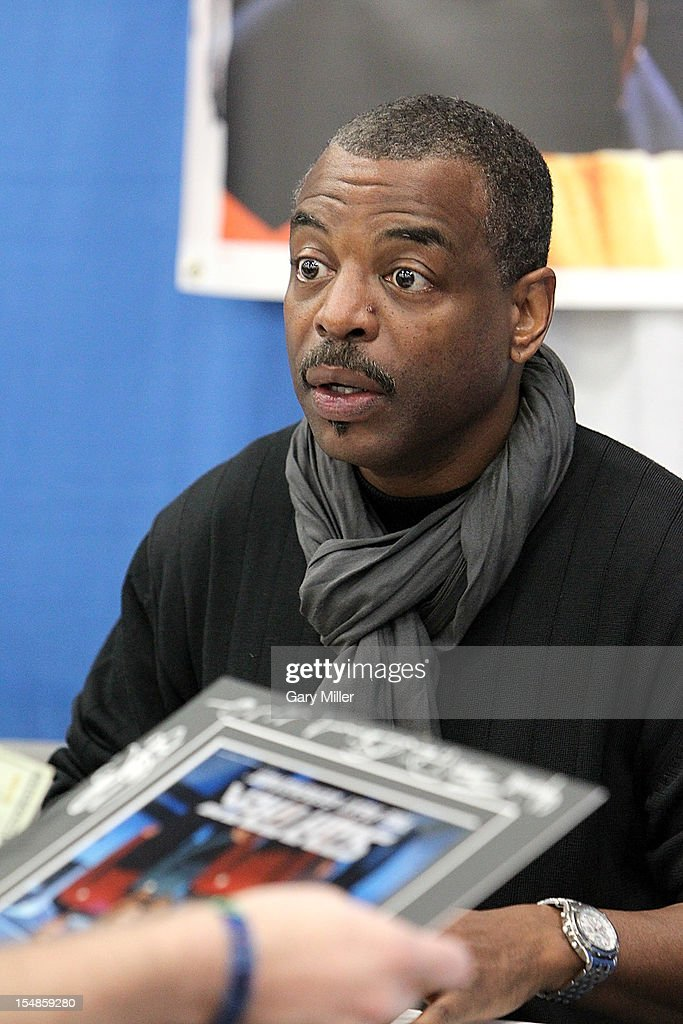 Actor <a gi-track='captionPersonalityLinkClicked' href=/galleries/search?phrase=LeVar+Burton&family=editorial&specificpeople=241259 ng-click='$event.stopPropagation()'>LeVar Burton</a> attends the Wizard World Austin Comic Convention at the Austin Convention Center on October 27, 2012 in Austin, Texas.