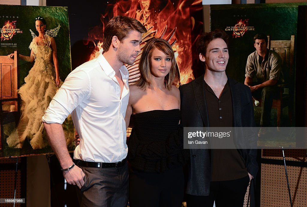 Actor <a gi-track='captionPersonalityLinkClicked' href=/galleries/search?phrase=Liam+Hemsworth&family=editorial&specificpeople=6338547 ng-click='$event.stopPropagation()'>Liam Hemsworth</a>, actress <a gi-track='captionPersonalityLinkClicked' href=/galleries/search?phrase=Jennifer+Lawrence&family=editorial&specificpeople=1596040 ng-click='$event.stopPropagation()'>Jennifer Lawrence</a> and actor <a gi-track='captionPersonalityLinkClicked' href=/galleries/search?phrase=Sam+Claflin&family=editorial&specificpeople=7238693 ng-click='$event.stopPropagation()'>Sam Claflin</a> pose at the 'The Hunger Games: Catching Fire' photocall during The 66th Annual Cannes Film Festival at Nespresso Beach on May 18, 2013 in Cannes, France.