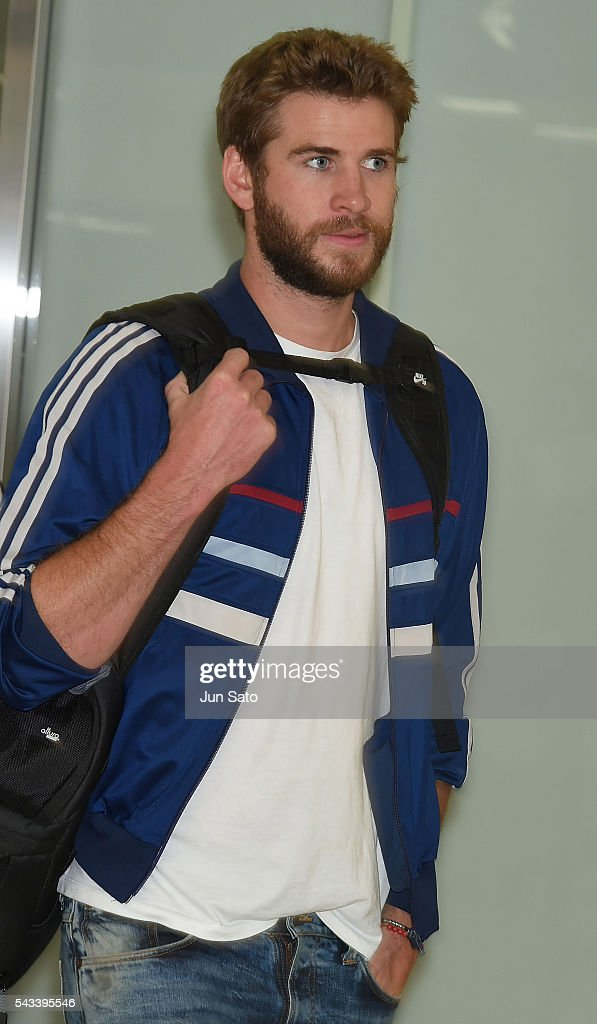 Actor <a gi-track='captionPersonalityLinkClicked' href=/galleries/search?phrase=Liam+Hemsworth&family=editorial&specificpeople=6338547 ng-click='$event.stopPropagation()'>Liam Hemsworth</a> is seen upon arrival at the Narita International Airport on June 28, 2016 in Narita, Japan.