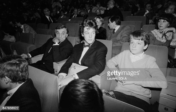 Actor Lino Ventura left at the Palais des Congres for the premiere of movie Les Miserables on October 18 1982 in Paris France