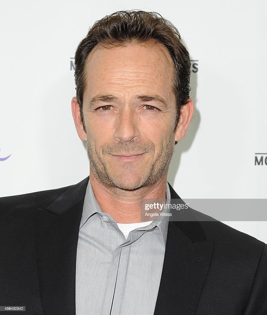 Actor luke perry arrives at hallmark channel s annual holiday event