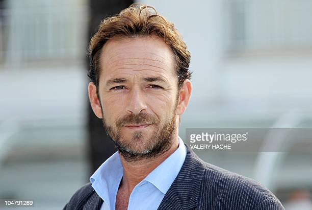 Actor Luke Perry poses during the TV series photocall 'Goodnight for Justice' during the 26th edition of the fiveday MIPCOM on October 5 2010 in...