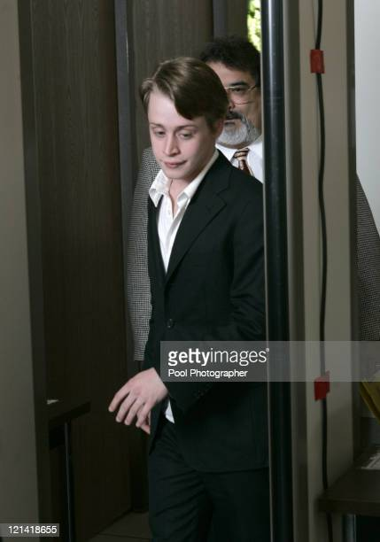 Actor Macaulay Culkin arrives to testify at Michael Jackson's child molestation trial at the Santa Barbara County Courthouse in Santa Maria May 11...