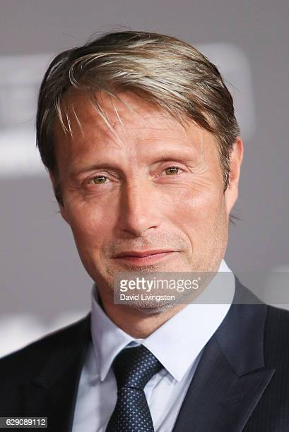 Actor Mads Mikkelsen arrives at the premiere of Walt Disney Pictures and Lucasfilm's 'Rogue One A Star Wars Story' at the Pantages Theatre on...