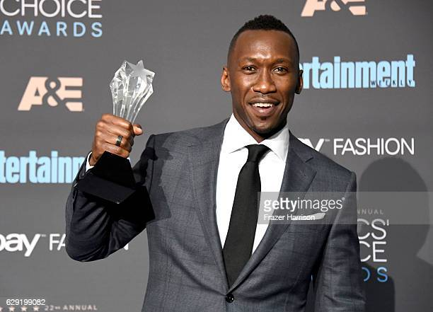 Actor Mahershala Ali winner of Best Supporting Actor for 'Moonlight' poses in the press room during The 22nd Annual Critics' Choice Awards at Barker...