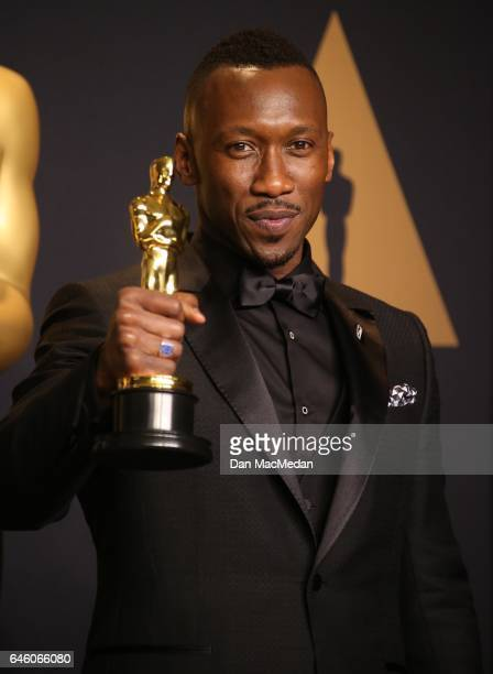 Actor Mahershala Ali winner of the award for Actor in a Supporting Role for 'Moonlight' poses in the press room at the 89th Annual Academy Awards at...