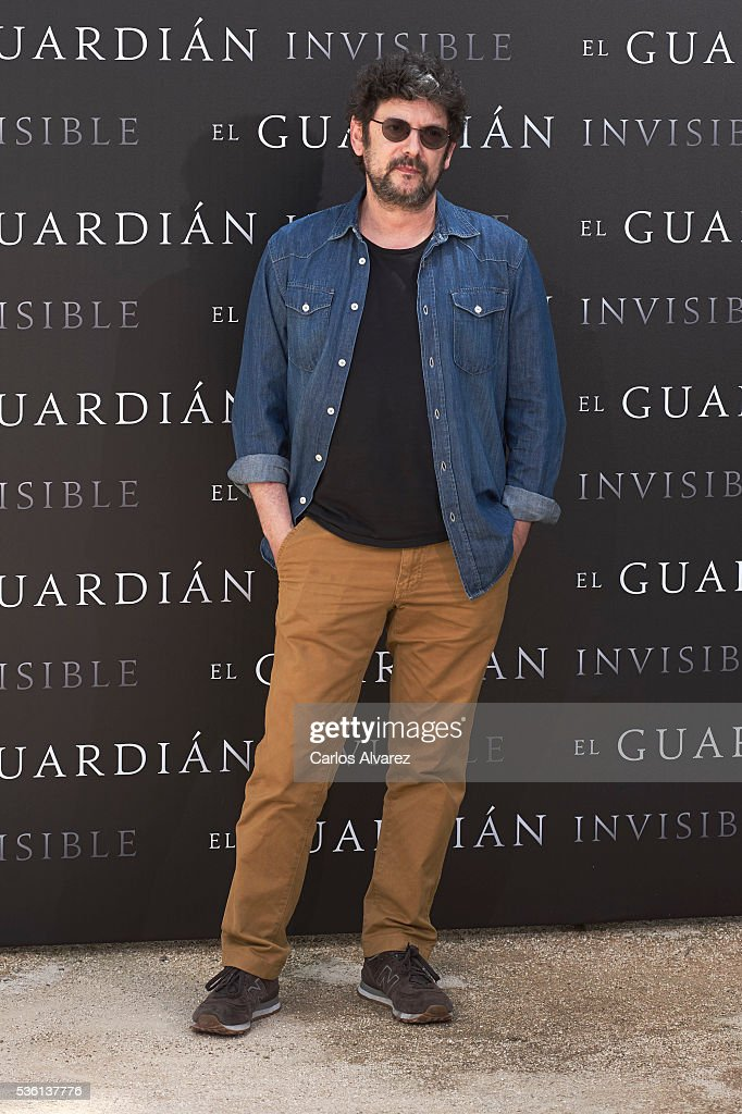 Actor Manolo Solo attends 'El Guardian Invisible' photocall on May 31, 2016 in Madrid, Spain.