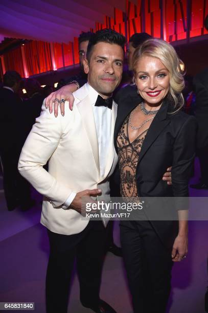 Actor Mark Consuelos and TV personality Kelly Ripa attends the 2017 Vanity Fair Oscar Party hosted by Graydon Carter at Wallis Annenberg Center for...
