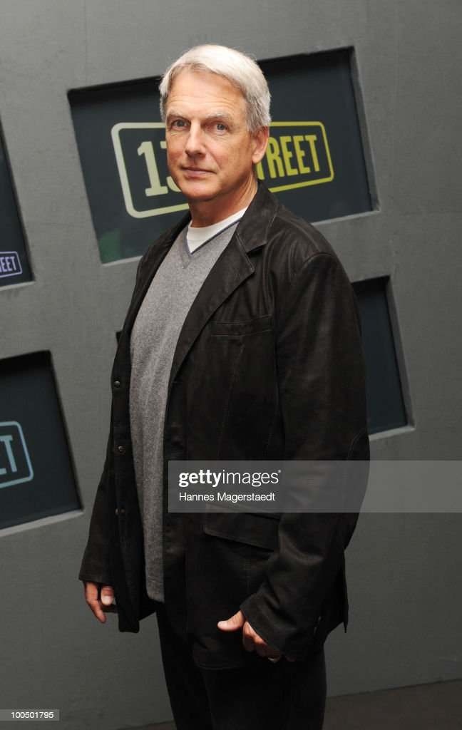 Actor <a gi-track='captionPersonalityLinkClicked' href=/galleries/search?phrase=Mark+Harmon&family=editorial&specificpeople=208897 ng-click='$event.stopPropagation()'>Mark Harmon</a> attends the photocall at the Bayerischen Hof on May 25, 2010 in Munich, Germany.
