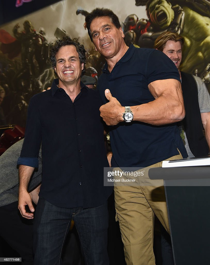 Actor <a gi-track='captionPersonalityLinkClicked' href=/galleries/search?phrase=Mark+Ruffalo&family=editorial&specificpeople=209317 ng-click='$event.stopPropagation()'>Mark Ruffalo</a> (L) and actor <a gi-track='captionPersonalityLinkClicked' href=/galleries/search?phrase=Lou+Ferrigno&family=editorial&specificpeople=241230 ng-click='$event.stopPropagation()'>Lou Ferrigno</a> attend the signing for Avengers: Age Of Ultron during Day 3 of Comic-Con International 2014 at the San Diego Comic Convention on July 26, 2014 in San Diego, California.