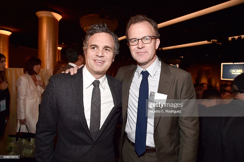 Actor <a gi-track='captionPersonalityLinkClicked' href=/galleries/search?phrase=Mark+Ruffalo&family=editorial&specificpeople=209317 ng-click='$event.stopPropagation()'>Mark Ruffalo</a> (L) and director/screenwriter Tom McCarthy attend the 88th Annual Academy Awards nominee luncheon on February 8, 2016 in Beverly Hills, California.