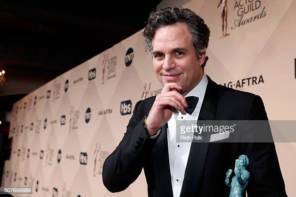 Actor Mark Ruffalo winner of the award for Outstanding Performance By a Cast in a Motion Picture for 'Spotlight' attends The 22nd Annual Screen...
