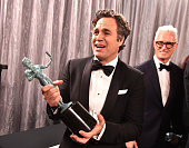 Actor Mark Ruffalo winner of the Outstanding Performance by a Cast in a Motion Picture award for 'Spotlight' poses backstage at The 22nd Annual...