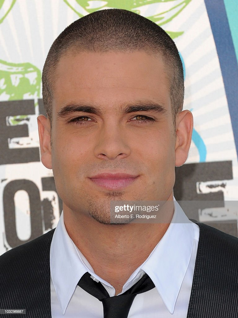 Actor <a gi-track='captionPersonalityLinkClicked' href=/galleries/search?phrase=Mark+Salling&family=editorial&specificpeople=5745691 ng-click='$event.stopPropagation()'>Mark Salling</a> arrives at the 2010 Teen Choice Awards at Gibson Amphitheatre on August 8, 2010 in Universal City, California.