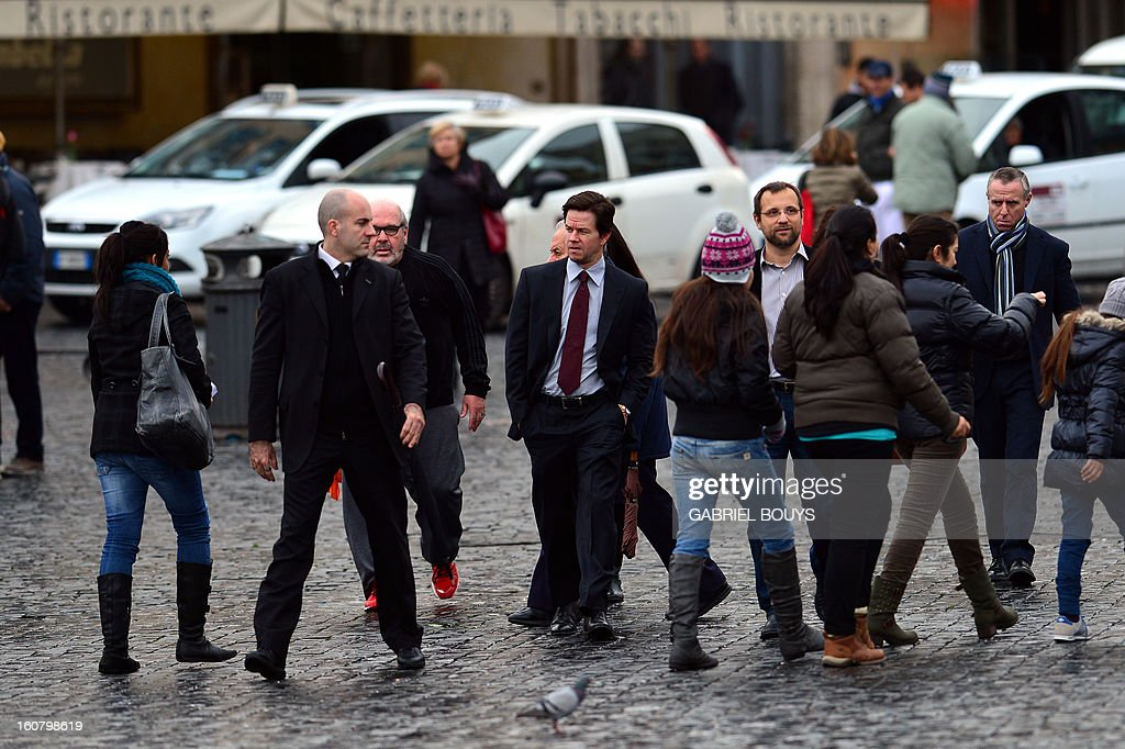 US actor Mark Wahlberg (C) arrives to Piazza del Popolo (People's Square) in Rome on February 06, 2013, for a photo-call to promote his new film 'Broken City'. AFP PHOTO / GABRIEL BOUYS