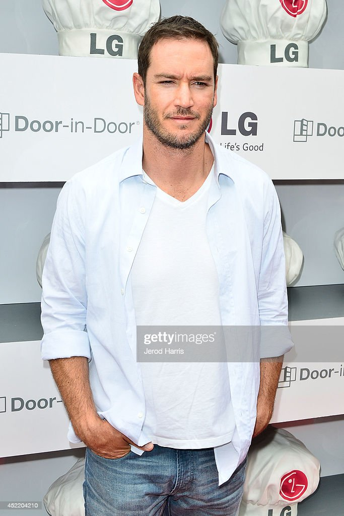 Actor <a gi-track='captionPersonalityLinkClicked' href=/galleries/search?phrase=Mark-Paul+Gosselaar&family=editorial&specificpeople=240121 ng-click='$event.stopPropagation()'>Mark-Paul Gosselaar</a> attends LG and Chef Sandra Lee Host LG Junior Chef Academy to celebrate the launch of the Door-in-Door Refrigerator with CustomChill, Benefiting No Kid Hungry at The Washbow on July 15, 2014 in Culver City, California.