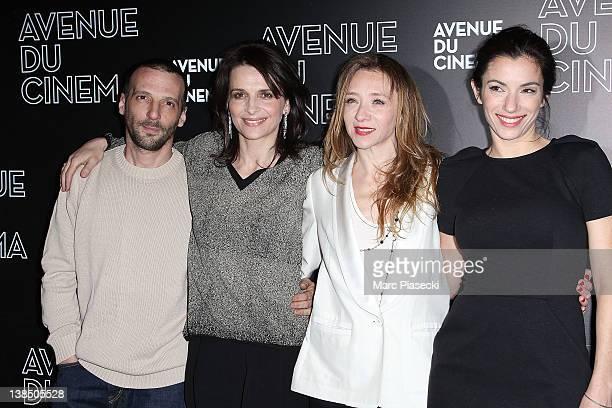 Actor Mathieu Kassovitz actress Juliette Binoche director Sylvie Testud and actress Aure Atika attend the 'La Vie D'une Autre' Paris Premiere on...