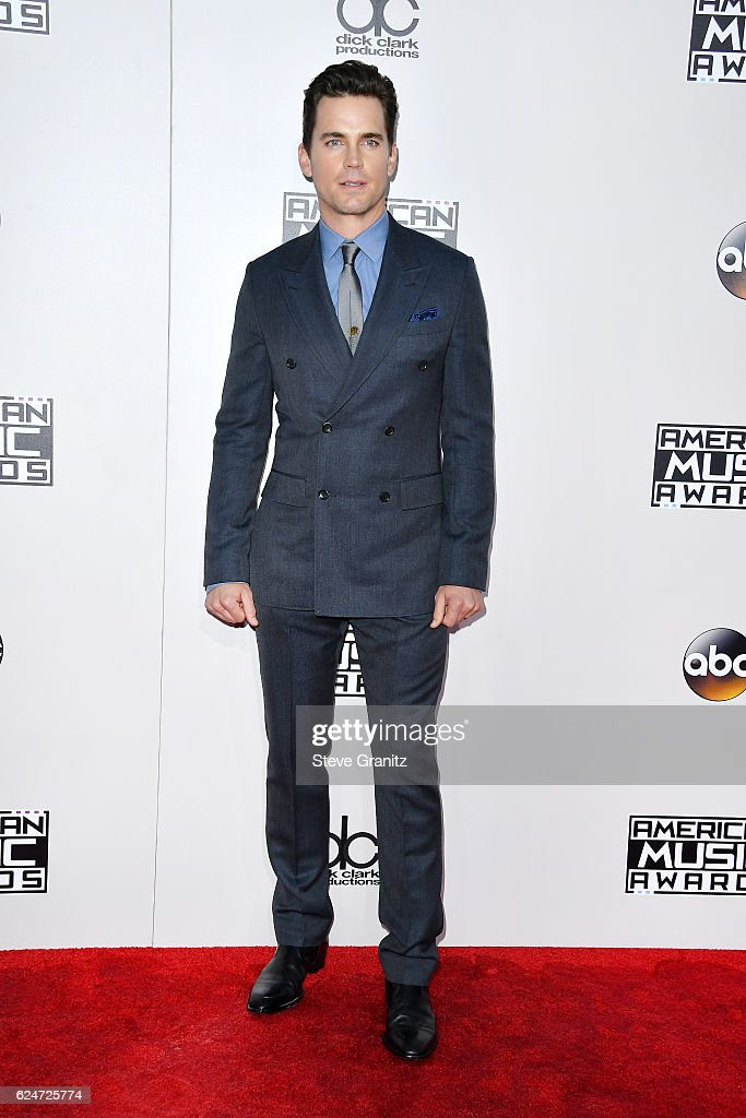 actor-matt-bomer-attends-the-2016-american-music-awards-at-microsoft-picture-id624725774