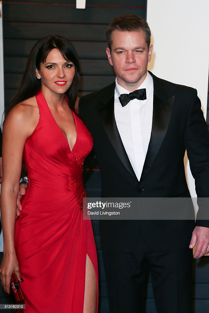 Actor Matt Damon (R) and Luciana Damon arrive at the 2016 Vanity Fair Oscar Party Hosted by Graydon Carter at the Wallis Annenberg Center for the Performing Arts on February 28, 2016 in Beverly Hills, California.