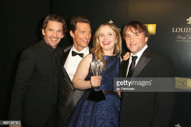 Actor Matthew McConaughey poses with actorsscreenwriters Ethan Hawke Julie Delpy and directorscreenwriter Richard Linklater winners of the Critics'...