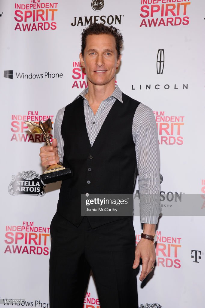 Actor <a gi-track='captionPersonalityLinkClicked' href=/galleries/search?phrase=Matthew+McConaughey&family=editorial&specificpeople=201663 ng-click='$event.stopPropagation()'>Matthew McConaughey</a> poses with the Microsoft Windows Phone during the 2013 Film Independent Spirit Awards at Santa Monica Beach on February 23, 2013 in Santa Monica, California.
