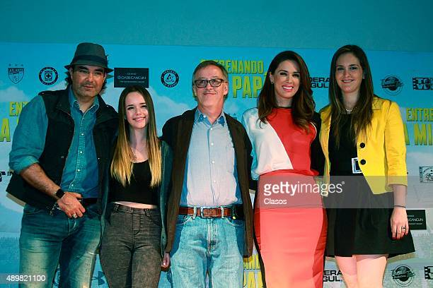 Actor Mauricio Islas actress Sarai Meza director Walter Doehner actress Jacqueline Bracamontes and actress Rosa Maria Peral pose for pictures during...