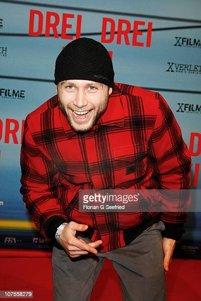 Actor Max Riemelt attends the premiere of 'Drei' at Delphi on December 13 2010 in Berlin Germany