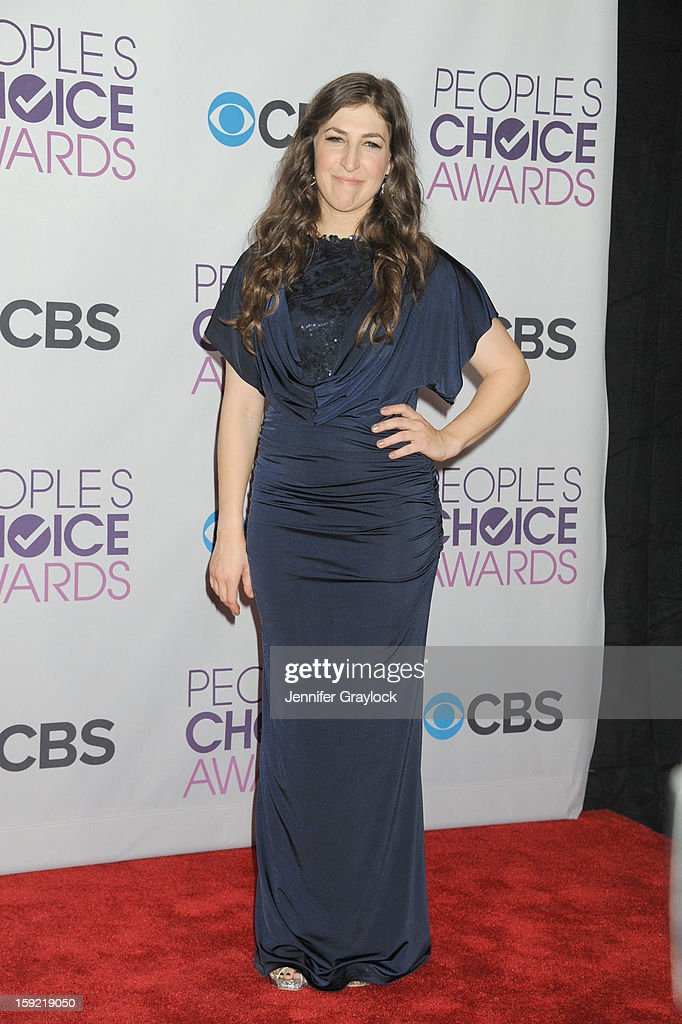 Actor <a gi-track='captionPersonalityLinkClicked' href=/galleries/search?phrase=Mayim+Bialik&family=editorial&specificpeople=1539271 ng-click='$event.stopPropagation()'>Mayim Bialik</a> attends the 2013 People's Choice Awards Press Room held at Nokia Theatre L.A. Live on January 9, 2013 in Los Angeles, California.