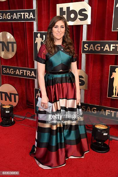 Actor Mayim Bialik attends The 23rd Annual Screen Actors Guild Awards at The Shrine Auditorium on January 29 2017 in Los Angeles California 26592_009