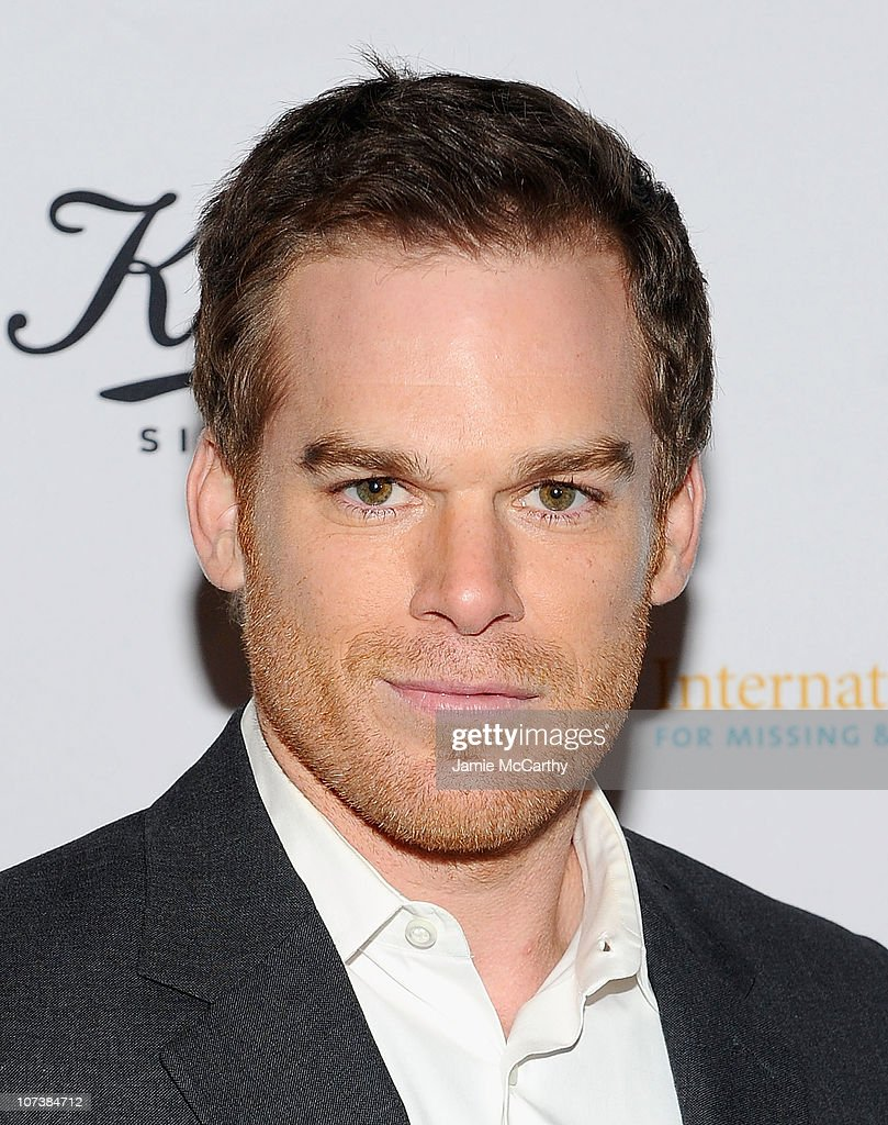 Actor Michael C. Hall attends an event honoring Jeff Koons to present $225,00 to ... Show more - actor-michael-c-hall-attends-an-event-honoring-jeff-koons-to-present-picture-id107384712