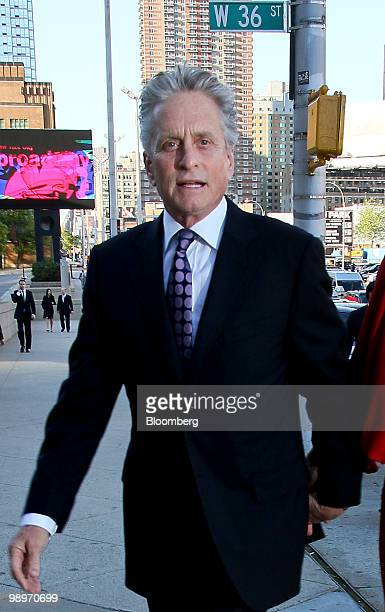Actor Michael Douglas arrives for the Robin Hood Foundation gala in New York US on Monday May 10 2010 The Robin Hood Foundation gala Wall Street's...