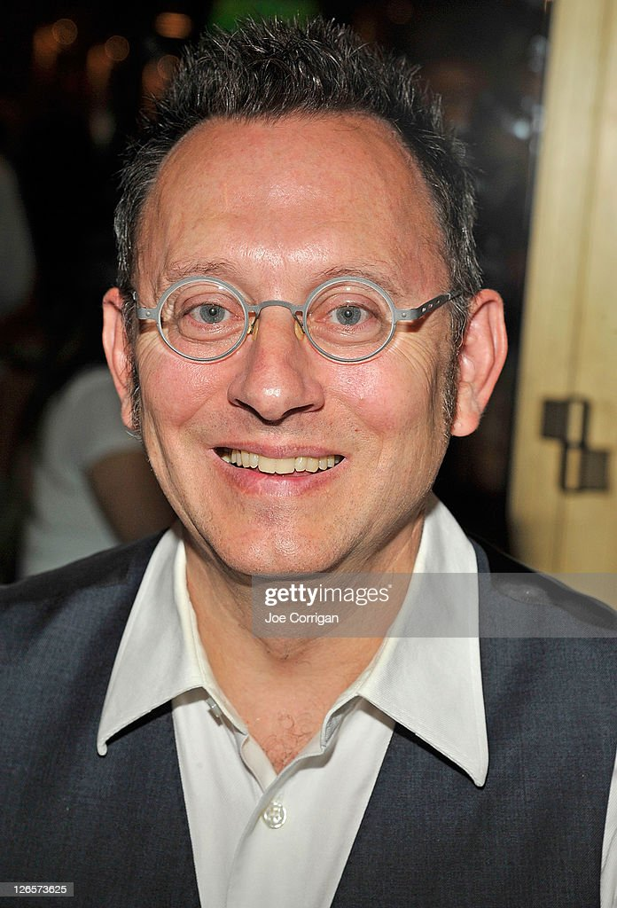 Actor <a gi-track='captionPersonalityLinkClicked' href=/galleries/search?phrase=Michael+Emerson&family=editorial&specificpeople=653299 ng-click='$event.stopPropagation()'>Michael Emerson</a> attends the 25th annual Broadway Flea Market at The Bernard B. Jacobs Theatre on September 25, 2011 in New York City.