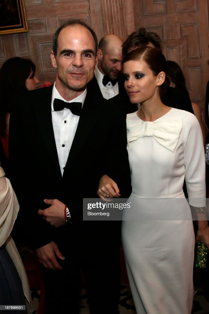 Actor Michael Kelly and actress <a gi-track='captionPersonalityLinkClicked' href=/galleries/search?phrase=Kate+Mara&family=editorial&specificpeople=544680 ng-click='$event.stopPropagation()'>Kate Mara</a> attend the Bloomberg Vanity Fair White House Correspondents' Association (WHCA) dinner afterparty in Washington, D.C., U.S., on Saturday, April 27, 2013. The 99th annual dinner raises money for WHCA scholarships and honors the recipients of the organization's journalism awards. Photographer: Scott Eells/Bloomberg via Getty Images